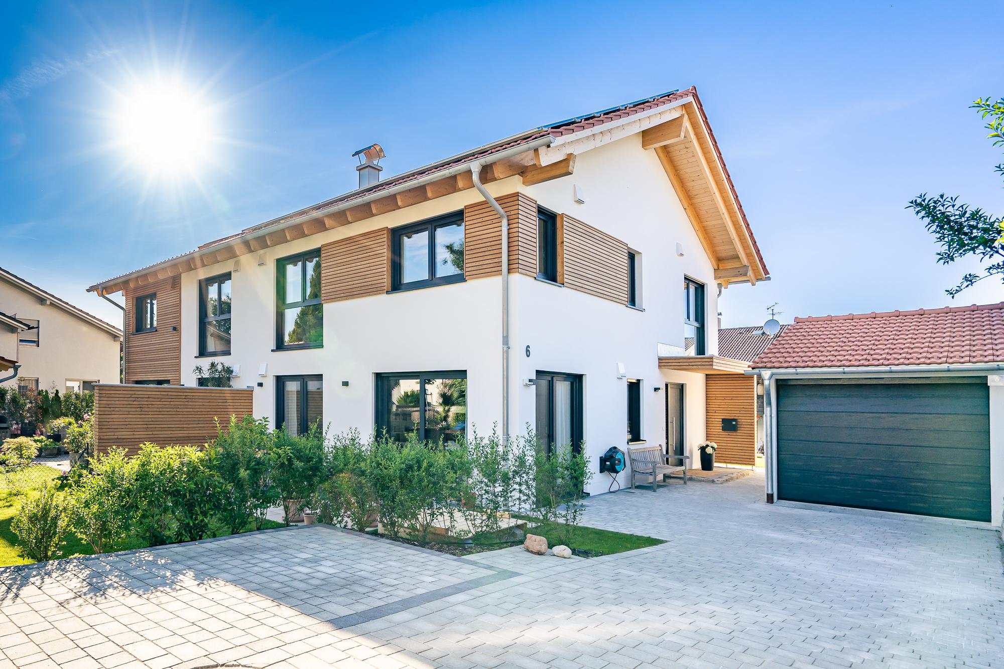 Miesbacher_Holzhaus_Doppelhaus_Otterfing_Juni2021_web©MKF_MaxKalup-2